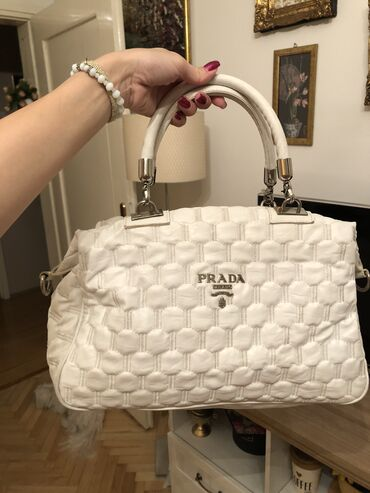 Prada torba je turskoj e - Srbija: PRADA original torba, KAO NOVA! Prelepa! Nosena je samo par puta. Nema