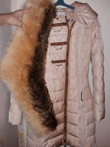 Куртки - Бежевый - Бишкек: Зимняя длинная куртка ( пальто) с шикарным натуральным воротником