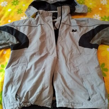 muzhskaja odezhda 40 h godov в Кыргызстан: Мужская одежда (Куртка деми .муж.размер 40-42(М),джинсы