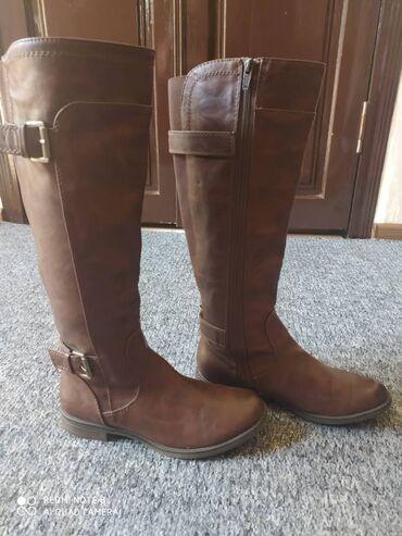 Продаются стильные кожаные женские сапоги коричневого цвета и ботинки