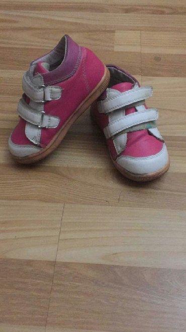 белые ботинки в Кыргызстан: ПРОДАЮ. ПРОДАЮ ботинки для девочек, розового цвета, фирмы Комфорт, в