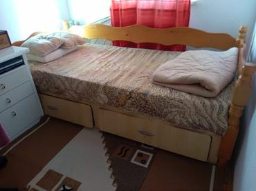 Kuća i bašta - Sremska Kamenica: Krevet pravljen od punog drveta i medijapana sa fiokama stabilan 7000
