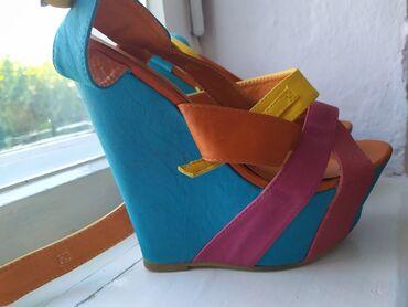 Женская обувь в Кемин: Продаю летние босоножки женские размер 38 состояние отличное цена