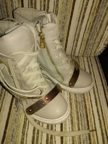 Ženska obuća | Zrenjanin: Cizmice na platformu, br 38