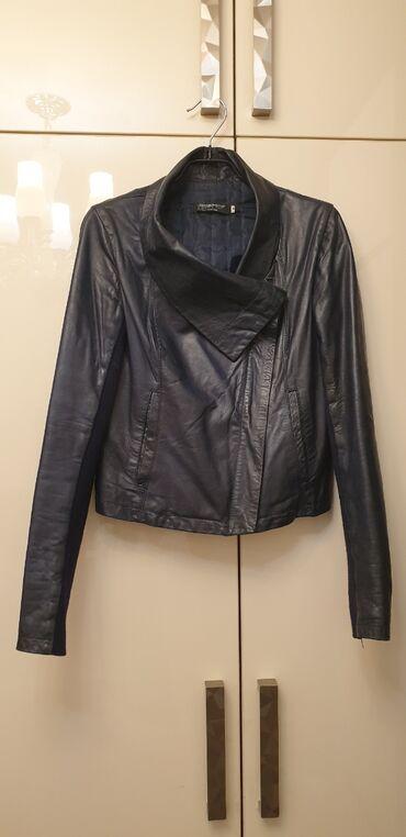 Куртки - M - Бишкек: Кожаная куртка. Цвет синий. Размер М. Италия. Цена 2000 сом