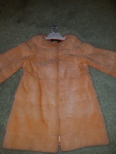 черную шубку в Кыргызстан: Продаю шубку Шанель. Мех норка. Цвет персик. Размер на 46. Цена 600$