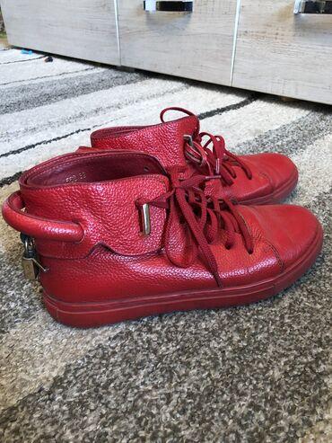 спортивне обувь в Кыргызстан: Продаю обувь. Б/у состояние хорошее,размер 39. Натуральная кожа