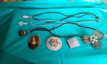 3 ogrlice sa zastitnim kamenom i 3 brosa sve za 500 din - Pozarevac