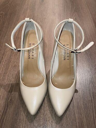 Устойчивые туфли от stuart weitzman ( стюарта вайцмана)  37-размер оди