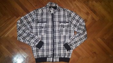 Na prodaju muska prolecna jakna.Malo nosena.Velicina XL - Paracin