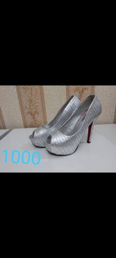 Туфли размер 37 надевала 1 раз  отдам за 800