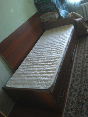 Кровать длина 2 м ширина 85 см, 2 выдвижные полки, матрас  в Бишкек