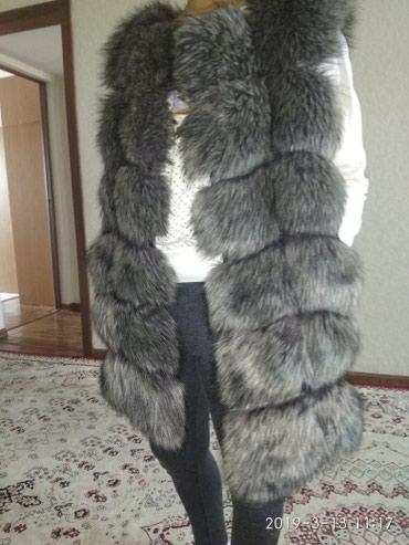 Срочно продаю меховой жилет с в Бишкек