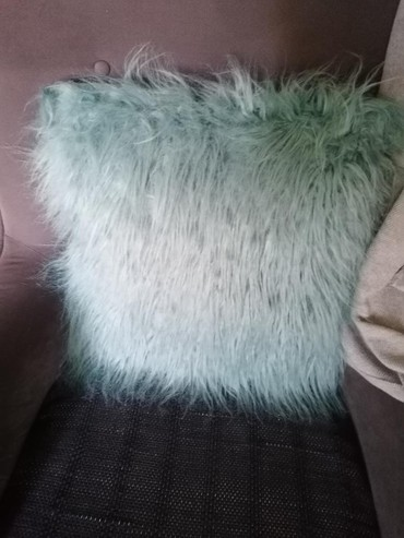 Kućni dekor - Obrenovac: Cupavi ukrasni jastuk 45x45