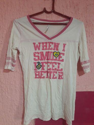 Prelepa, moderna majica marke Terranova. M velicine