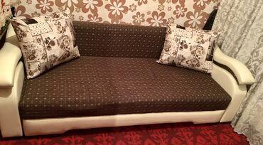 старенький диван в Кыргызстан: Диван в хорошем состоянии, раскладной, 3 большие подушки, диван и для