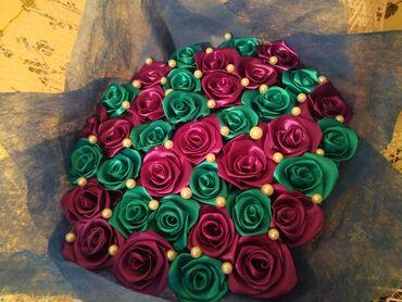 Красивый букет из атласных роз ручной работы