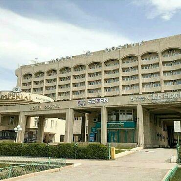 Отель seven bishkekрасположен в центре города бишкек.С окон отеля
