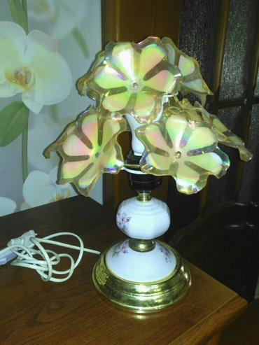 Настольная лампа в отличном состоянии, небольшая. 3 микрорайон. в Бишкек
