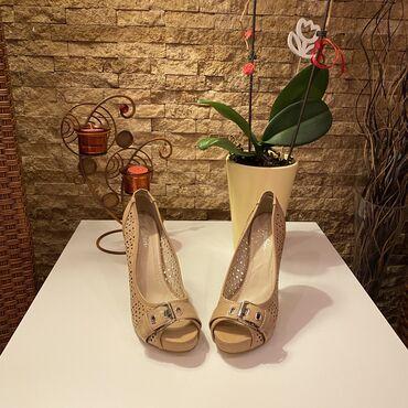 Ženska obuća   Beograd: TOTALNA RASPRODAJA!!!  Nove krem rupicaste sandale na visoku stiklu 36