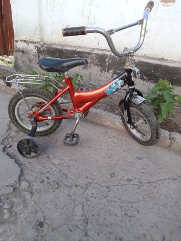 Спорт и хобби - Кара-Балта: Продаю велосипед детский до 7л. На ходу