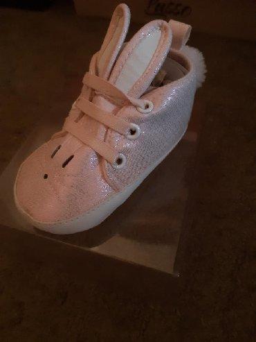 Dečija odeća i obuća - Knjazevac: Nehodajuce baby patike,obuvene par puta. vel.od 4-8Meseci. cena