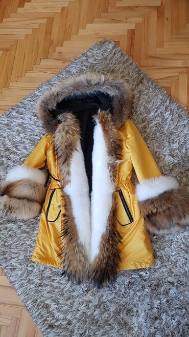 Jakna sa prirodnim krznom - Srbija: Zuta parka sa pravim krznom Na prodaju zuta zimska jakna-parka. Jakna