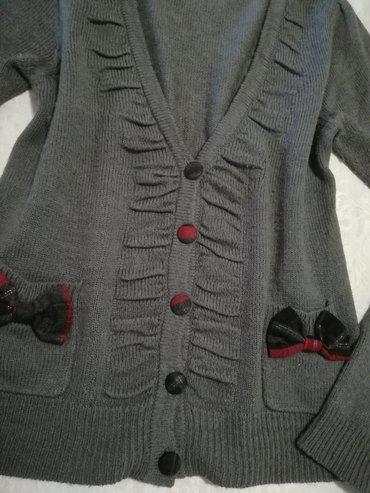 Zenske-kape-obim-cm - Srbija: Prelep neobičan kvalitetan džemperić sa mašnicama na džepovima vel 12