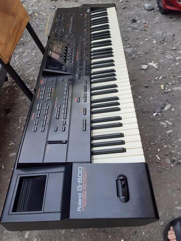 Musiqi alətləri Bərdəda: Roland G800