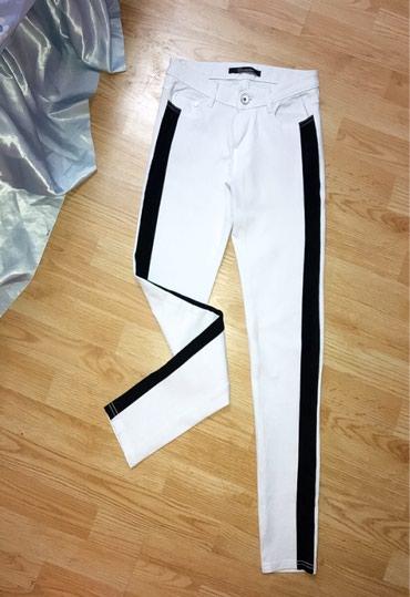 Nove pantalone sa crnom trakom. S/36 - Bor