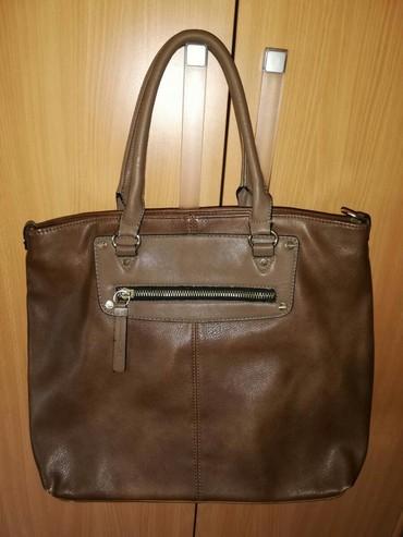 Personalni proizvodi | Nova Pazova: Kvalitetna braon torba sa malim znakovima korišćenja ali jako ocuvana