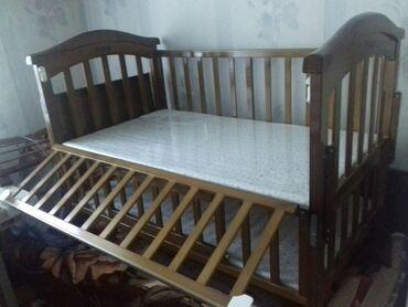 Продаю детскую кроватку двух уровневую с качалкой,маскитной сеткой и