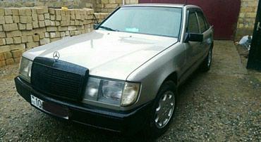 Şirvan şəhərində Mercedes-Benz 230 1989