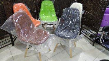 Оптом и в розницу пластиковые стулья с мягким сидением и деревяными в Bakı