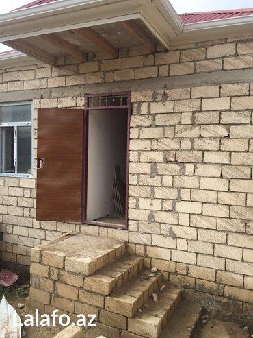 Bakı şəhərində Masazirin merkezinde , avtobus dayanacina 3 deqiqelik piyada yerde 35