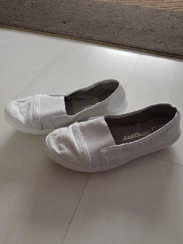 Ženska patike i atletske cipele | Ruski Krstur: Bele baletanke sa sljokicama.Broj 32.Idealne za sport.Ostecenje