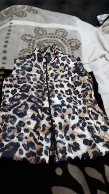 qolsuz usaq koeynklri - Azərbaycan: L/m razmer qolsuz qadin kurtkasi leopard printli