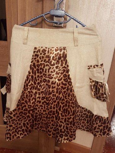 юбка-новая в Азербайджан: Юбка леопардово бежевая, с кармашками по бокам. почти новая. Размер по