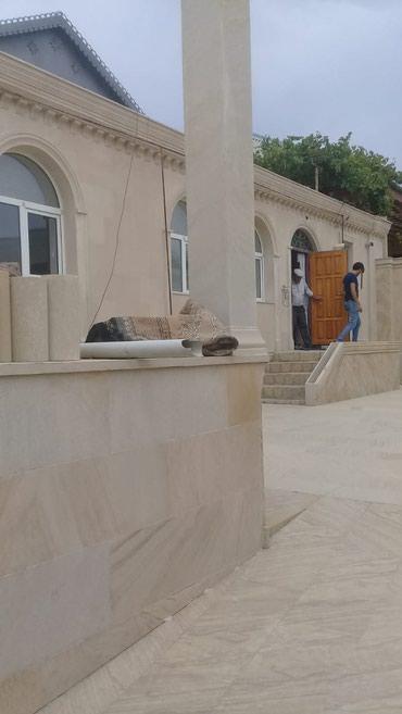 Bakı şəhərində Bineqdi qesebesinde 2 .5 yarimda tikilen 150 kv ev 1 sot heyeti