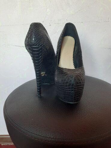 Продаю туфли как новые обувала 2раза