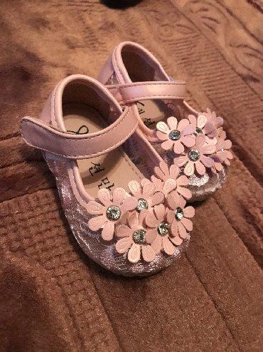 туфли не разу не одевала в Кыргызстан: Продаю детские пинетки по 500сом одевали по разу