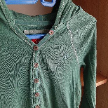 H-m-zelena-kosulja-sa-kristalnim-detaljbroj - Srbija: Zelena dukserica sa kapuljačom, veličina M