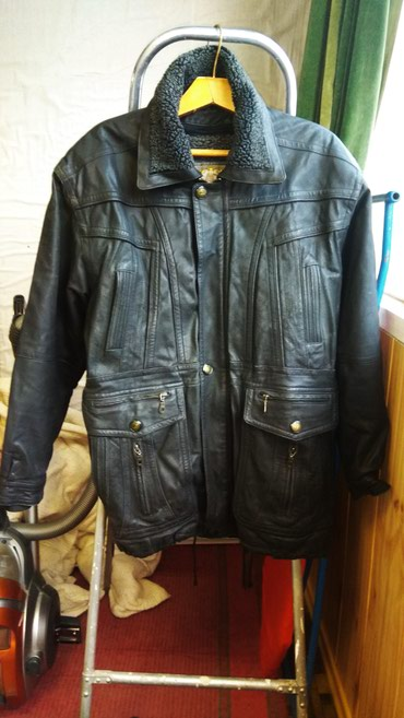 Муж. зимняя куртка с капюшоном размер в Бишкек