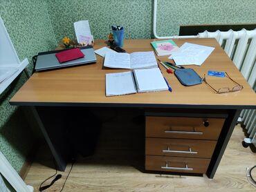 шредеры 12 14 на колесиках в Кыргызстан: Письменный стол в отличном состоянии! Можно в офис, можно домой