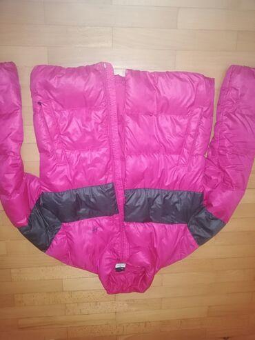 Nike jakna - Srbija: Original nike perijana jakna, ima fleku kod unutrašnjeg dzepa ali kad