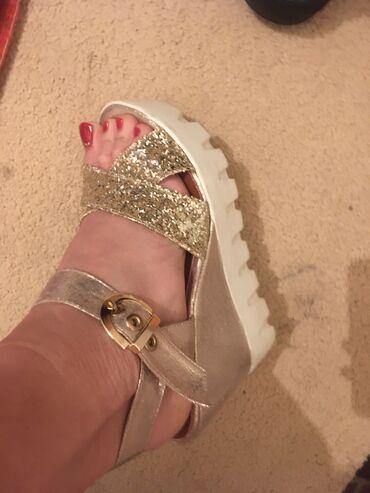 Odlicne sandale nosene samo jednu sezonu. Velicina 40. U najvisem