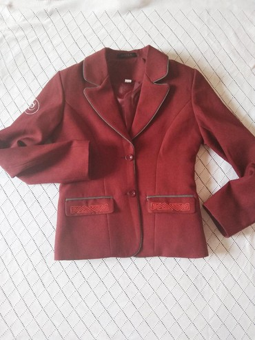 Пиджак школьный - Кыргызстан: Новый пиджак школьный женский. бордовый. размер 40 примерно на возраст