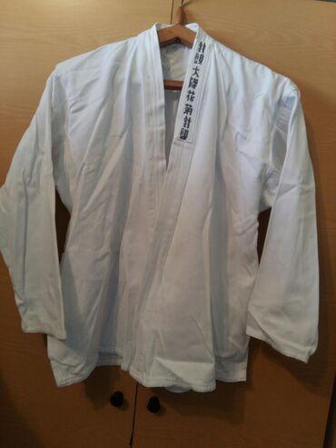Karate ucun kemono . Salvari yoxdur. Razmer M- l. Yaxsi veziyyetde.  W