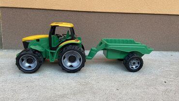 Traktor sa prikolicom Bez ostecenja jako malo koristen