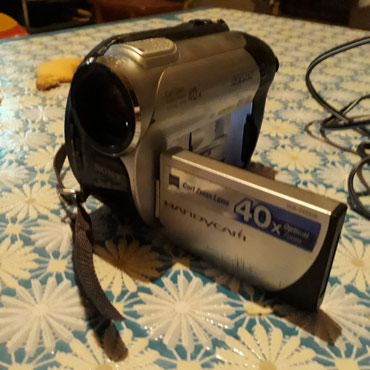 Продаю видеокамеру Sony работает отлично без касяков есть ночной режим в Бишкек